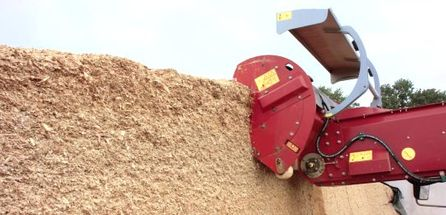 New two-auger self-propelled mixer wagon