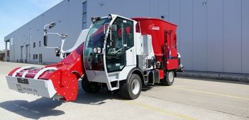 BvL presents new self-propelled mixer wagon with even more power and comfort