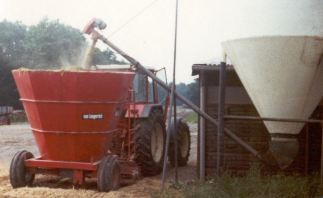 BvL introduces the Solomix, the world's first vertical feed mixer.