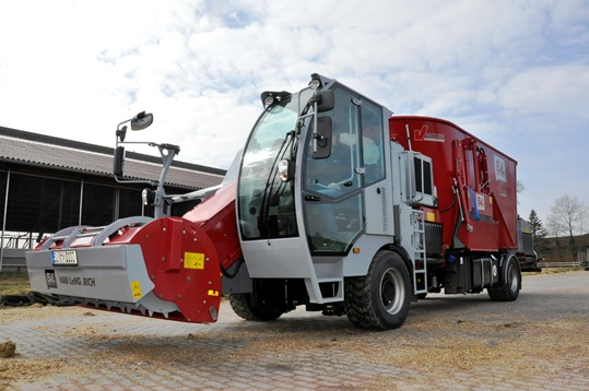 Sale of the first vertical self-propelled V-MIX Drive Maximus Giant 2S.